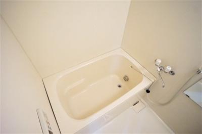 追い焚き付きの広いお風呂は疲れも癒されますね