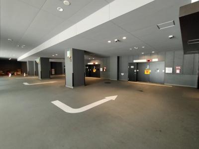 立体駐車場がございます。