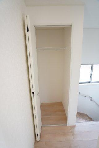 【同仕様施工例】2階ホール収納 季節物の家電や買い置きした日用品等収納するのに便利です。