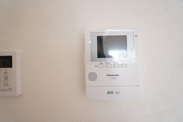 【同仕様施工例】訪問者が誰かをモニターで確認できます。防犯面も安心です。