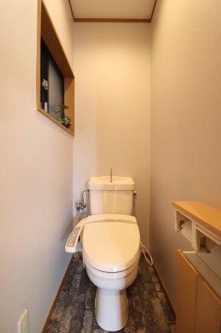 白を基調とした清潔感のあるトイレ♪ (当社施工例)