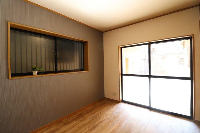 大きな窓から優しく光の入る洋室♪ (当社施工例)