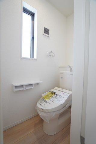 【同仕様施工例】2階トイレ 温水洗浄機能付きです。