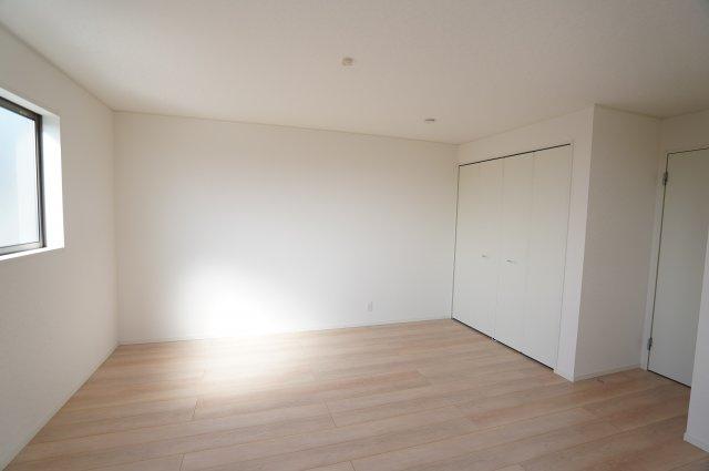 【同仕様施工例】窓が2面あるので採光・通風のよいお部屋です。