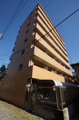 「RC造8階建てのマンションです」