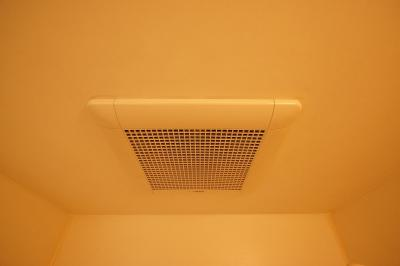 「浴室内に換気扇があります」