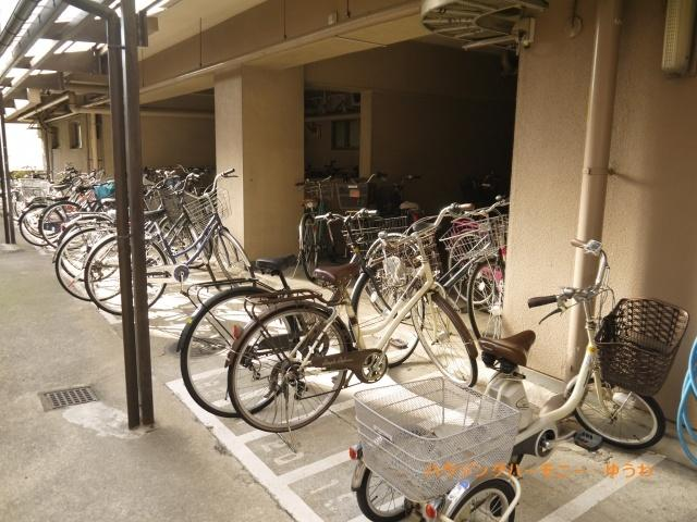 敷地内に、便利な駐輪場が有ります。