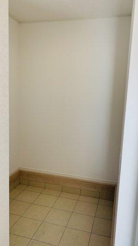 【同仕様施工例】広々した洗面ボウルは衣類の手洗いもしやすいです。
