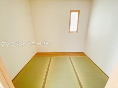 LDKに隣接する納戸3.7帖は客間としても使いやすい空間です。普段はお子様のプレイスペースにしてもいいですね。