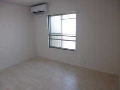 洋室は6畳と十分なスペース、エアコン付☆
