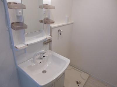 新品の独立洗面台&防水パン。