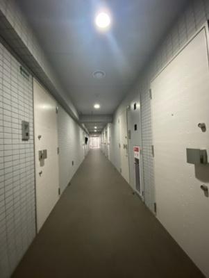 ブライズ方南町の共有廊下です。