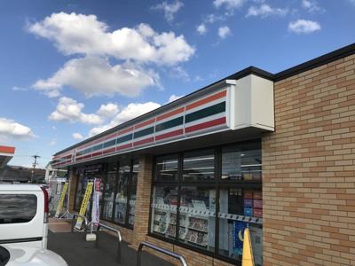 セブンイレブン 和歌山北島店 0.7km