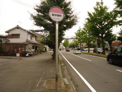 「東仲間町」バス停留所 0.1km
