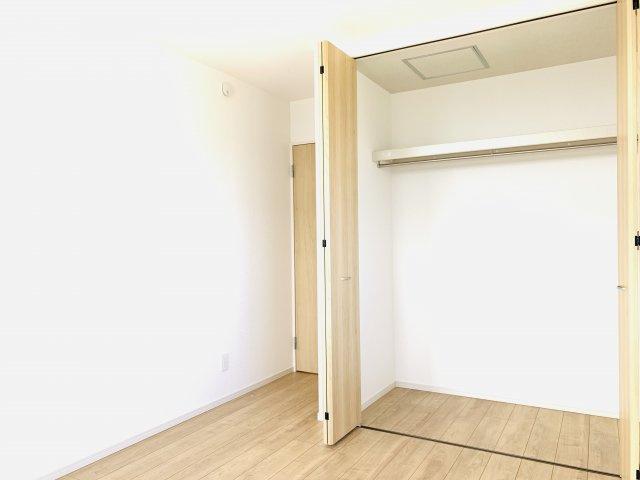 【同仕様施工例】5.7帖の洋室です。