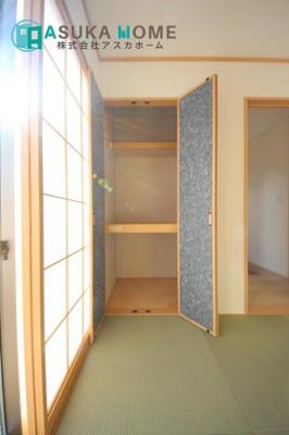 リビングとつながる畳敷きのお部屋は、お客さまが遊びに来た時にも使えますし、ちょっと疲れた時にお昼寝できるのもうれしいですね。