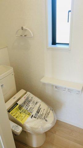 【同仕様施工例】2階 小窓もアクセントになってかわいいお部屋です。
