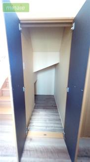 階段下収納 販売現地
