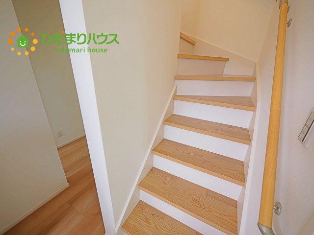 階段には安心の手すり付き!