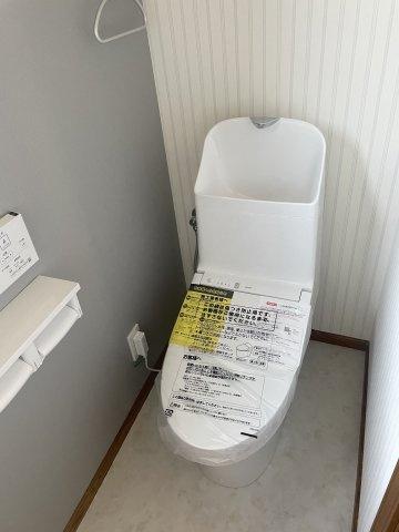 2階トイレも新設交換しております。