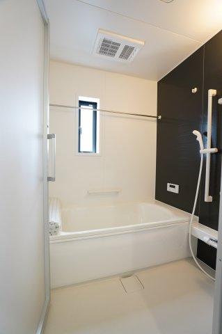 【同仕様施工例】浴室乾燥機付です。
