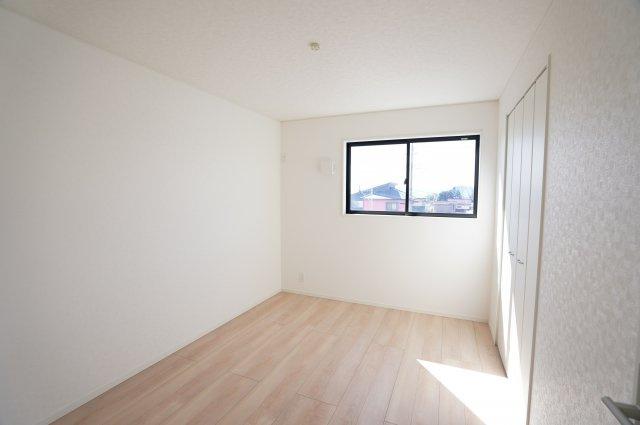 【同仕様施工例】2階 陽当りのよいお部屋で快適に過ごせそうですね。