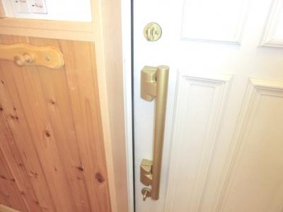 玄関ドアダブルロック使用
