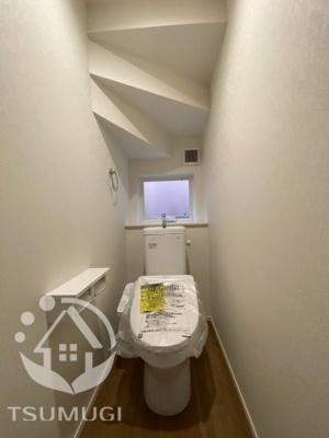 1F トイレ 温水洗浄便座付き。各階トイレ完備 ※同社施工例写真