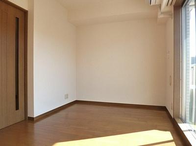 7.0帖のきれいな洋室。