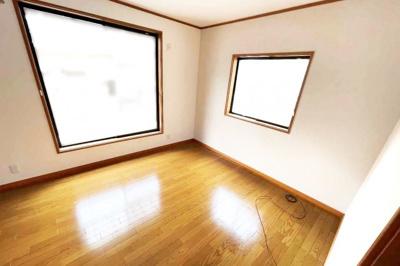 《洋室約7帖》南側と北側のお部屋にはバルコニーがあります。2面バルコニーで陽当り・通風は良好です。