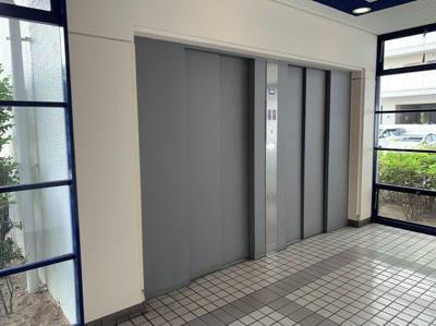 エレベーターは2基あるので、混み合う時間帯も比較的スムーズに移動ができます。