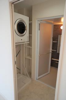 脱衣所 衣類乾燥機完備です!