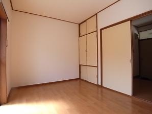 家具の配置が楽しみなお部屋です。