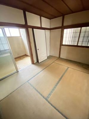隣の和室と繋げて使えば12帖あります。