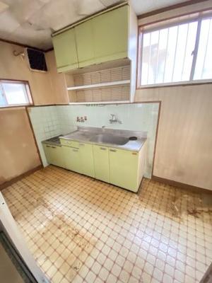 キッチンにも窓がありますので、明るく換気もできます。