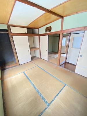 床の間や押入れ収納もあり広いですよ。