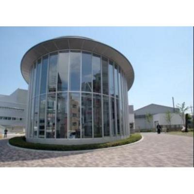 図書館「日本大学芸術学部図書館まで935m」
