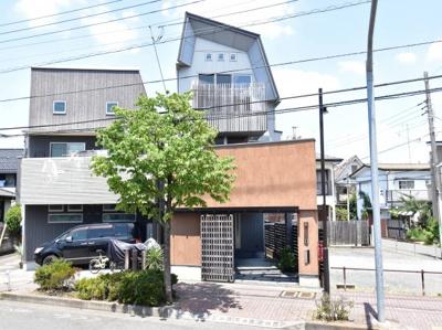 デザイン性・設備面の充実を求めるだけでなく、制震・耐震構造で地震に強い強固な家に。次代へつなぐ邸宅。