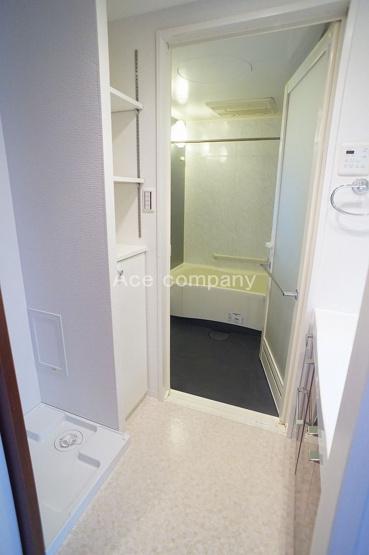 室内洗濯機置き場完備☆洗面室にも収納あります♪