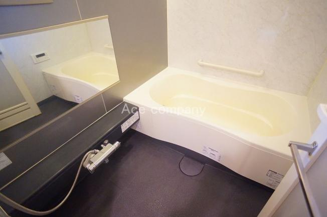 追炊付き給湯器新調です☆浴室に窓あります☆