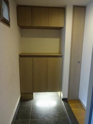 玄関にはシューズボックス完備です。 お好きなインテリアで飾れば素敵な玄関になりますね♪