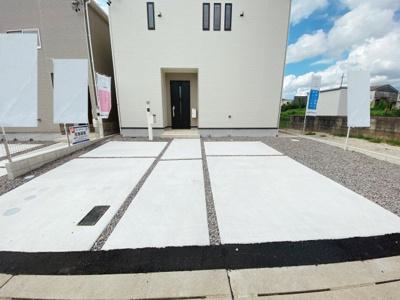 1号棟は並列2台駐車可です。