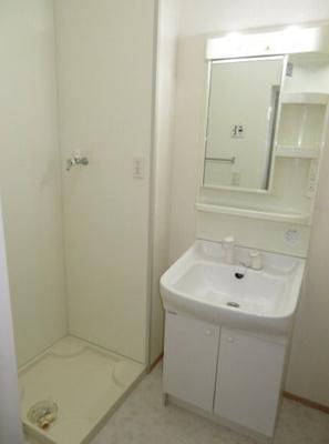 独立洗面台あり、毎朝おしゃれに忙しい女性の方におすすめです 【COCO SMILE】