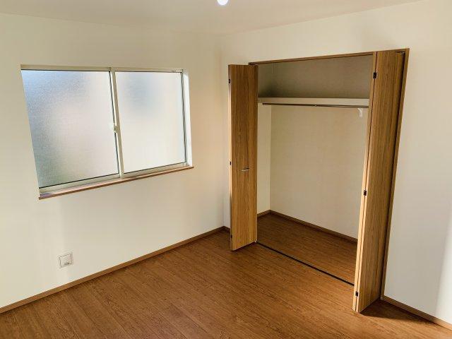 【同仕様施工例】窓が2面あるので採光と通風がいいです。気持ちよく過ごせそうですね。