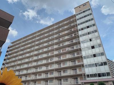 13階建て88戸の大きなマンションです。