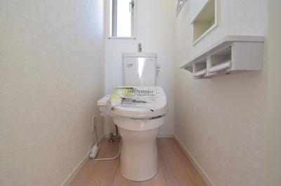 毎日使う場所こそシンプルに。窓があり、風を取り込めるシャワートイレは1F2Fの2ヶ所に設置。