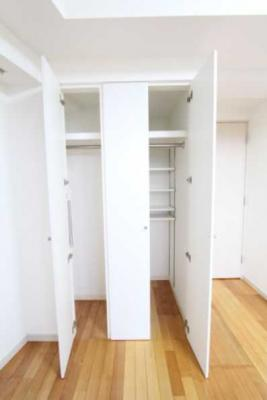 【収納】プラウドフラット三軒茶屋独立洗面台 浴室乾燥機 オートロック