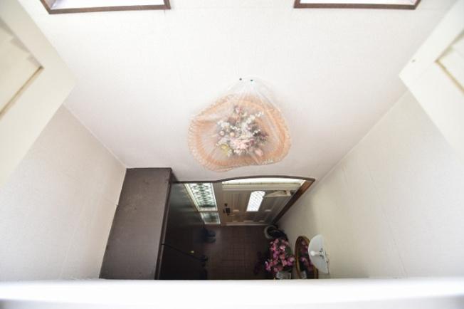 吹き抜けの玄関、2階書斎からの眺望