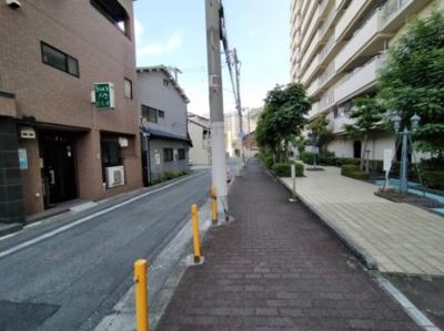 マンション周辺は歩道も整備されており、お子様の通学も安心です。