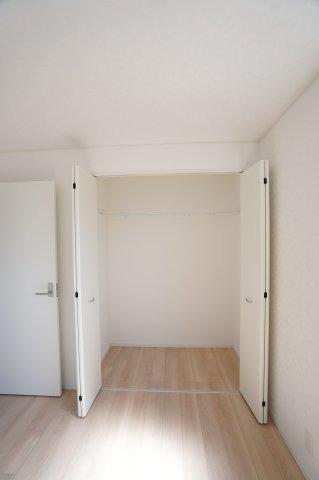 【同仕様施工例】2階 各居室クローゼットあります。